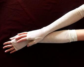 Original antique Victorian lace mittens. 1890 - fingerless lace gloves - lace mitts - victorian mitts - victorian mittens - victorian gloves