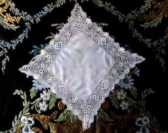 Bobbin lace handkerchief, 1930s - Victorian lace - fine linen - linen lace - antique lace - traditional lace - lace hanky - handmade lace -
