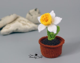 Daffodil in pot Flower in pot Girlfriend gift Crochet flower Narcissus crochet plant Romantic gift for her Anniversary gift  Potted flower