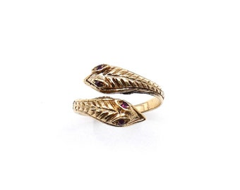 Vintage gold snake ring, from Dublin, interesting gold animal ring with amethyst eyes.