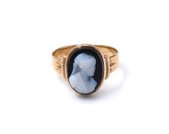 Antique cameo ring, sardonyx gold ring with a hand carved cameo, vintage sardonyx ring.
