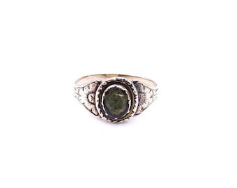 Antique engraved gold ring, 9k gold with a green oval stone.