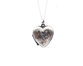 Vintage silver locket, a silver heart vintage engraved locket, perfect small locket for wearing every day.