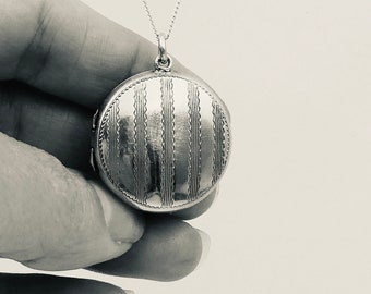 Vintage engraved locket, round silver locket with engraved patterned stripes, christening gift or silver wedding anniversary gift