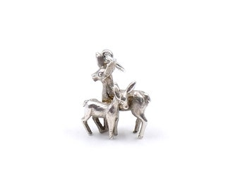 Silver animal charm, vintage deer charm on a silver chain, ideal Mother's Day necklace, Mother and child charm.