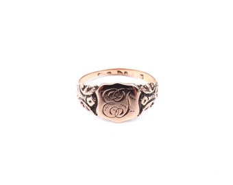 Rose gold engraved signet ring from 1913, rose shield face and engraved shoulders, an ideal vintage gift.