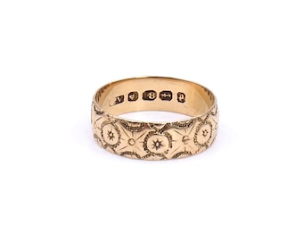Antique engraved 18kt gold band, an engraved gold band with intricate motifs, vintage engraved ring from Victorian England.