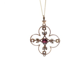 Antique pendant with a garnet  and pearl, a delicate Edwardian pendant.