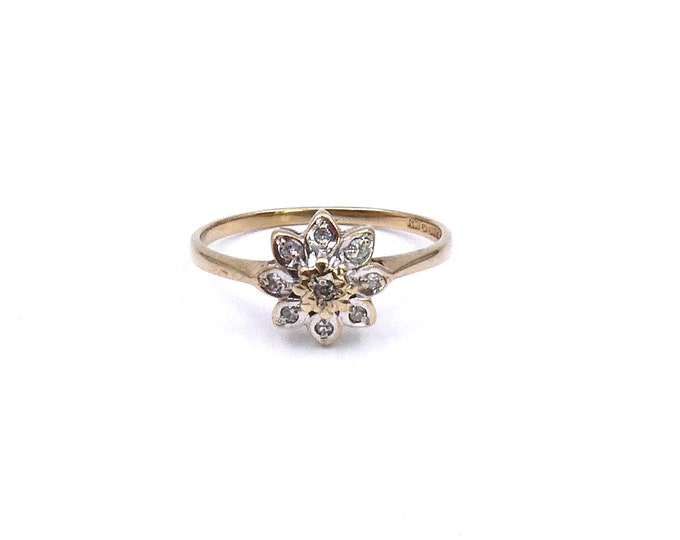 Vintage diamond daisy ring, diamond flower ring in 9kt gold, a pretty vintage gold ring.