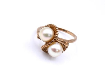 Vintage pearl ring, two stone pearl twist ring in gold.