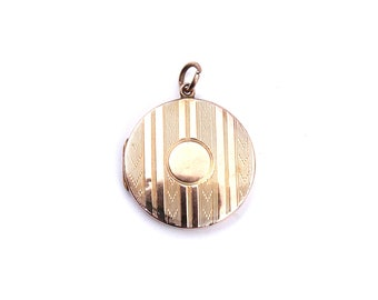 Antique engraved locket, a round gold locket with patterned stripes, 9kt back and front locket.