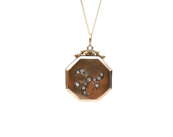 Antique trefoil 9kt back and front locket from 1900 in an hexagon shape, rare antique gold locket.