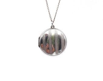 Vintage engraved locket, round silver locket with engraved patterned stripes.