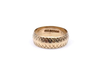 Vintage patterned gold band, vintage engraved gold ring,  a wide gold band with a criss cross pattern hallmarked 1963 London.