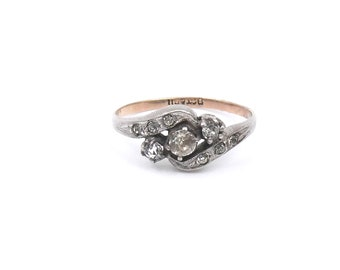 Vintage silver, gold and paste ring with etched detail and a cross over design.
