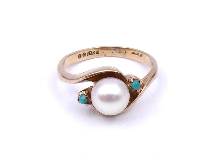 Vintage Pearl ring, with turquoise gemstones set in a twist style setting in 9kt gold.