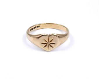 Gold heart signet ring with an engraved star, vintage heart signet ring in 9kt gold from the 1970's England.