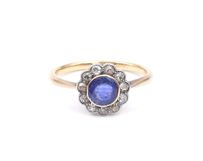 Antique sapphire daisy ring surrounded by diamonds, 18kt gold.