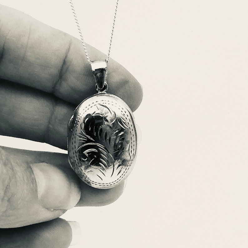 Vintage silver locket an ideal everyday silver locket. engraved silver locket with leaf design and a patterned border