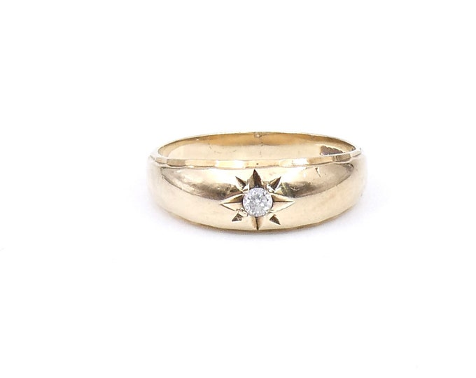 Vintage diamond gypsy ring in 9kt gold, star engraved diamond set gypsy ring, ideal vintage diamond ring.