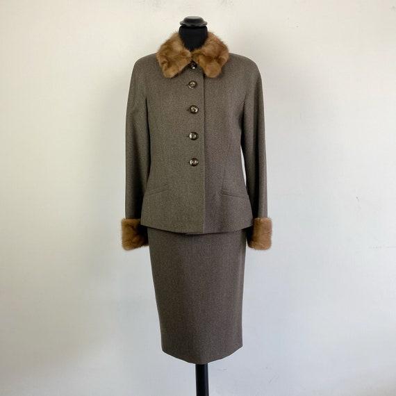 90s vintage skirt suit with collar fur, pencil ski