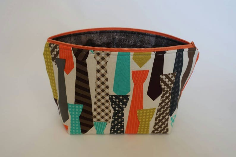 medium zipper bag image 0