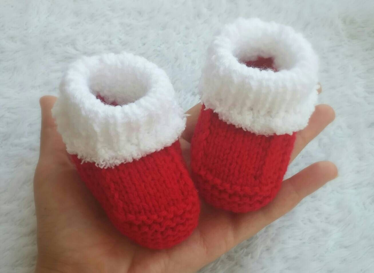 sports shoes ea841 9d29d Knitting Santa baby booties, Babbucce neonato Natale ai ferri, Calzini  neonato, Newborn socks, baby socks, baby christmas socks