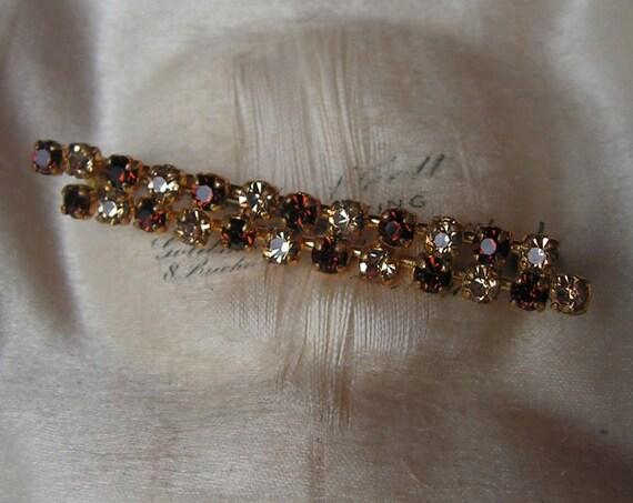 Lovely vintage goldtone amber and topaz glass bar brooch