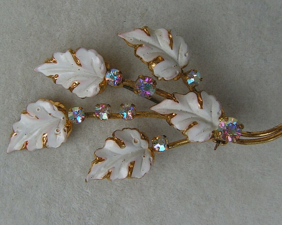 Wonderful vintage white enamel aurora borealis flower brooch