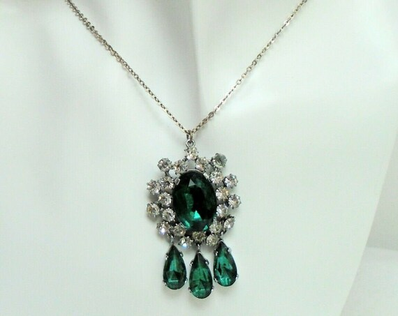 Vintage silvertone clear and emerald glass pendant necklace