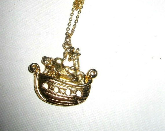 Charming Vintage goldtone Noah's Ark pendant necklace