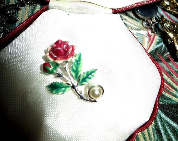 Lovely vintage silvertone enamel fx pearl rose brooch