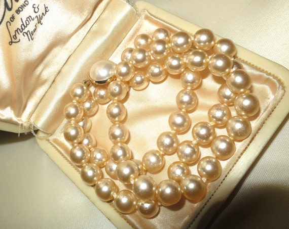 Lovely elegant vintage 1950s 8mm faux cream pearl necklace