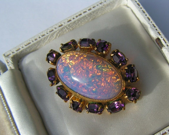 Lovely vintage goldtone pink opal glass amethyst diamante brooch