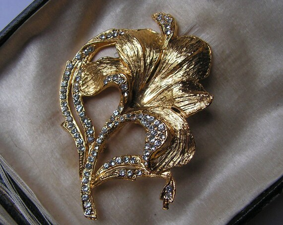 A pretty  vintage goldtone and diamante orchid flower brooch