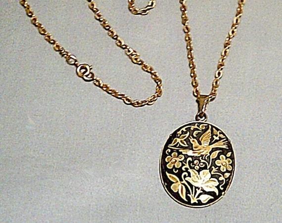 Delightful vintage damascene goldtone pendant necklace