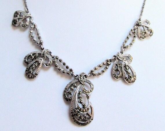 Gorgeous vintage Deco silver metal & marcasite pendant necklace