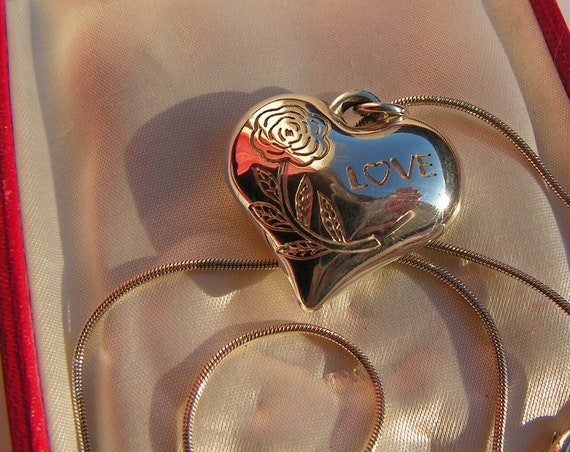 Lovely vintage Sterling Silver puffed love heart Pendant necklace