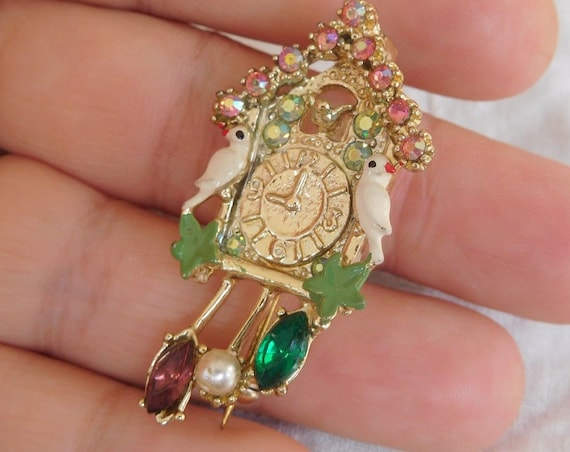 Lovely vintage goldtone colourful glass Cuckoo clock and birds brooch