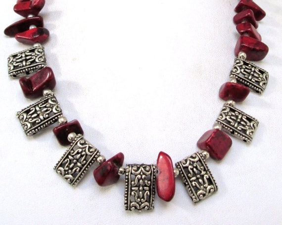 Lovely 1960s silver beaded red dyed agate stone necklace