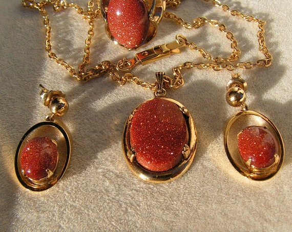 Beautiful vintage set of goldstone adventurine necklace earrings and ring