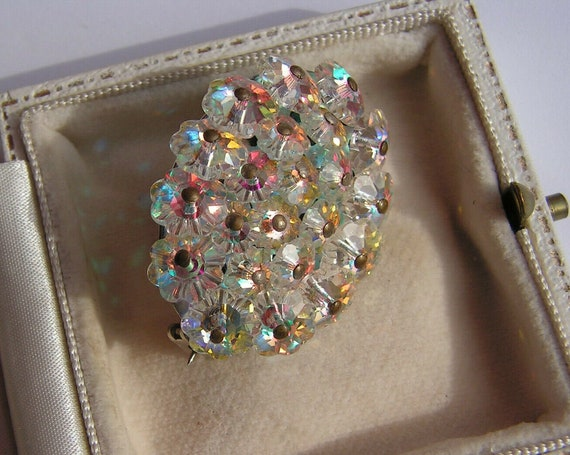 Beautiful vintage handwired sparkly aurora borealis crystal brooch