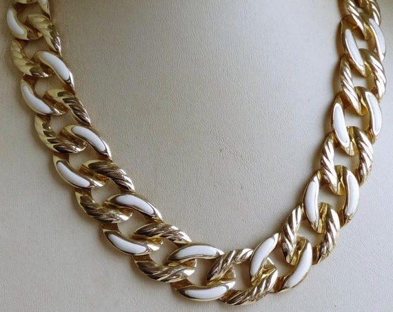 Beautiful vintage Golden White Enamel Link Chain Necklace