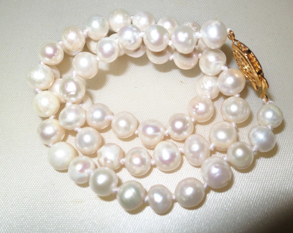 Beautiful knotted 7mm genuine Akoya white cultured pearl necklace goldplated clasp 18 inches