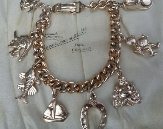 Delightful  Vintage 1950s goldtone bracelet with 8 hanging charms