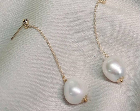 Lovely goldfilled Natural 11mm Freshwater Pearl dropper Earrings