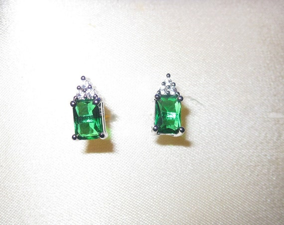Beautiful  Lovely silverplated rhinestone and emerald green glass stud earrings
