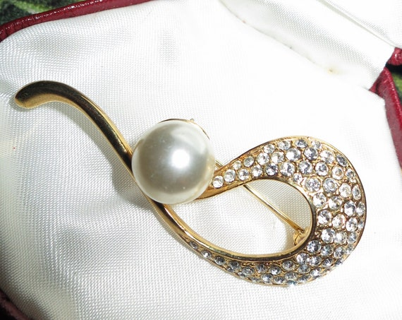 Vintage Golden Large Pearl & Diamante Stone Swirl Brooch
