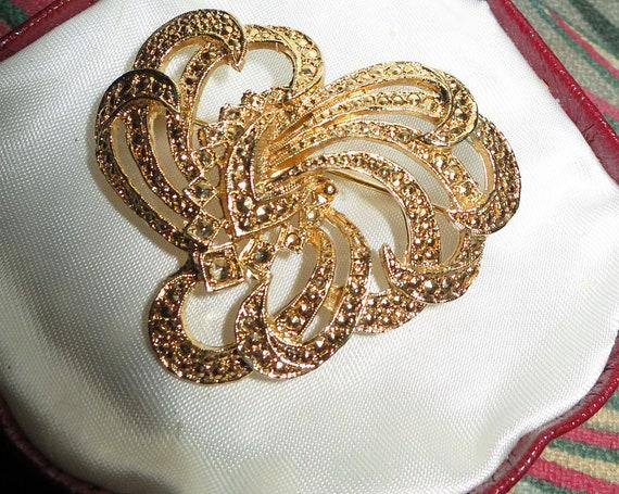 Beautiful vintage  Stamped KIGU Goldtone & Marcasite Stylised Floral brooch