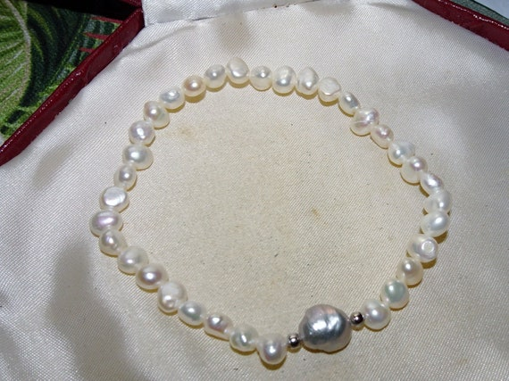 Lovely 6 mm cultured white and grey freshwater pearl  bracelet stretches to fit M - L wrist